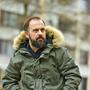 """Igralec Uroš Fürst: """"Nihče ni pričakoval toliko ponovitev, računali smo na 100 ali nekaj več predstav!"""""""