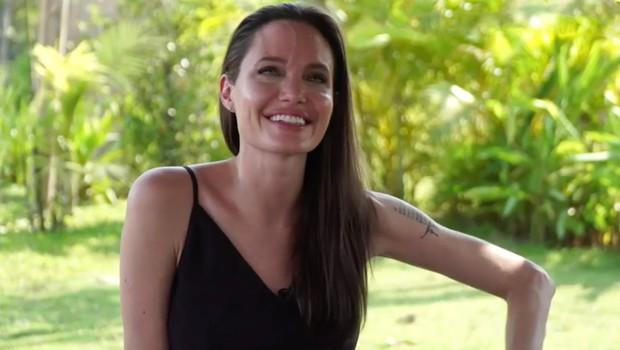 Angelina Jolie že pozabila na Brada Pitta, zdaj srečna v objemu drugega (foto: profimedia)