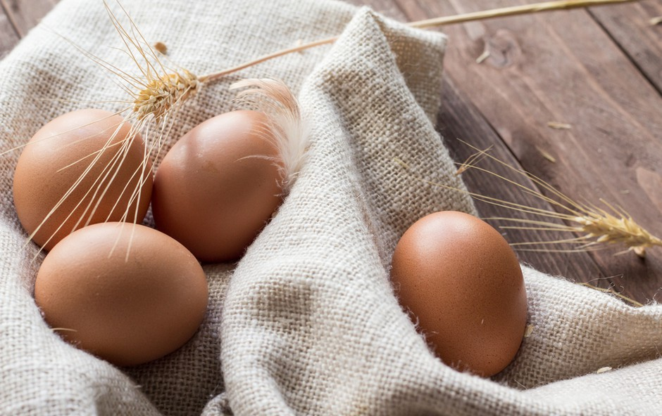 Hofer kot prvi v Sloveniji iz svoje ponudbe umika jajca iz baterijske reje! (foto: Hofer Press)