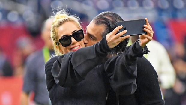 Lady Gaga: Srečna v objemu  novega fanta (foto: Profimedia)