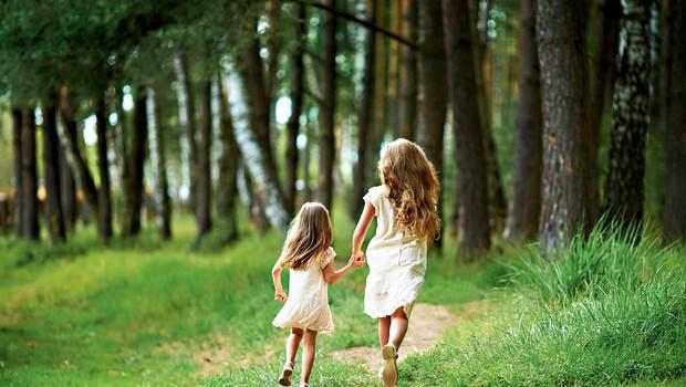 Posebna vez med sorojenci: Svoje sestre pa ne dam! (foto: Shutterstock)