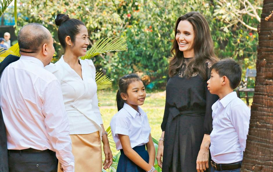 Angelina Jolie: Se bo preselila v Kambodžo? (foto: Profimedia)