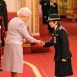 Kraljica Elizabeta daje priložnost  tudi ženskam