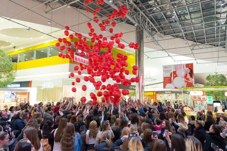 Vsakega 15. v mesecu lahko v Cityparku ujamete svoj balon presenečenja. (foto: Robert Krumpak)