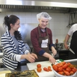 Takole pa je Damjan Murko zavihal rokave v ljudski kuhinji Pod strehco!