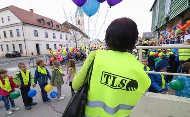 Za varnost vseh udeležencev verige so poskrbeli varnostniki in prostovoljci.