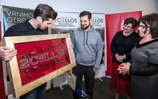 Na dobrodelni dražbi so iztržili kar 12.000 evrov za loka 2Cellos