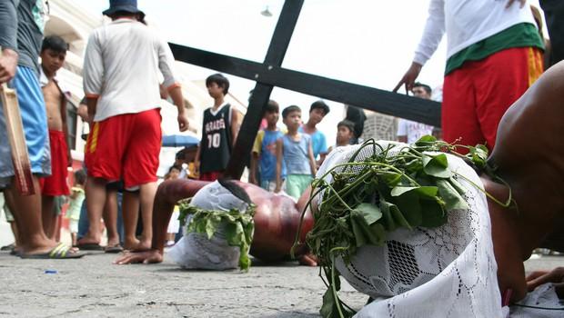 Na veliki petek so v filipinskih vaseh križali ducat spokornikov (foto: profimedia)