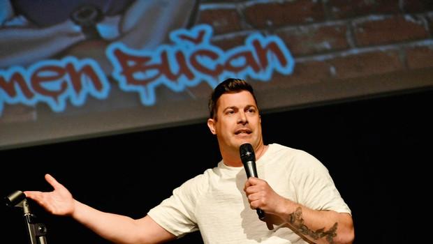 Komedija Neprilagojeni - predstava treh stand-up komikov (foto: Marko Pigac)