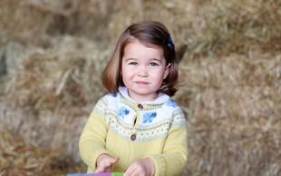 Britanska princesa Charlotte za drugi rojstni dan očarala s podobnostjo kraljici