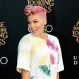 Energična pevka Pink: Leta se ji počasi začenjajo poznati, a posege odločno odklanja!