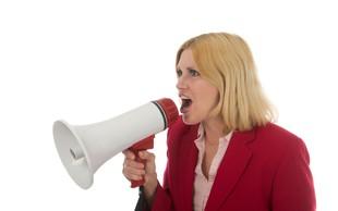8 jasnih znakov, da je vaš partner obseden z nadzorom