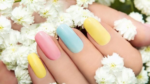 Laki za nohte: Pomladna zapoved so pastelne barve (foto: shutterstock)