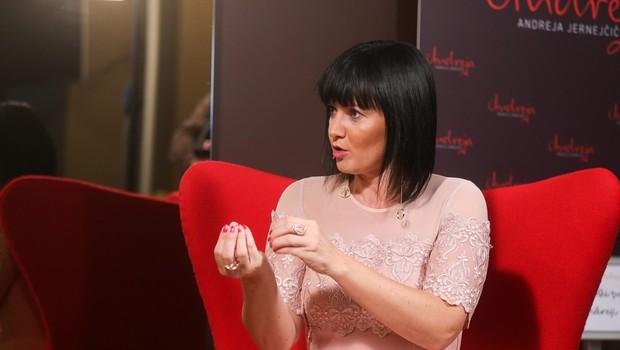 Andreja Jernejčič je znana po tem, da v svoji oddaji gosti zanimive in raznolike osebnosti. (foto: Barbara Reya)