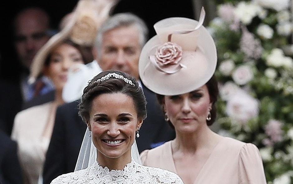 Pippa Middleton prvič na sprehodu z dojenčkom! (foto: profimedia)