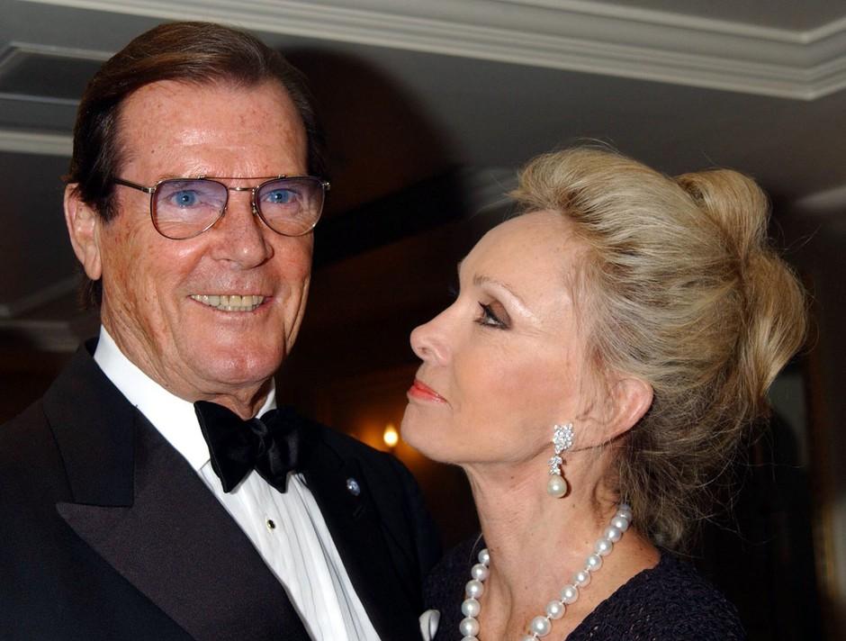 Roger Moore - igralec, ki je posnel največ filmov o agentu 007 (foto: profimedia)