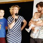 Vesna Pernarčič je na  dogodek pripeljala svojega  izbranca, sina Lovra in  najmlajšega družinskega  člana Krištofa. (foto: Helena Kermelj)