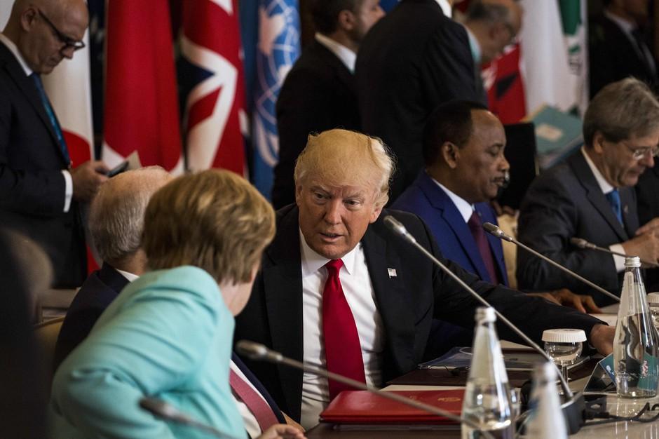 Prva turneja Donalda Trumpa je bila po njegovem 'velik uspeh', a se z njim mnogi ne strinjajo! (foto: profimedia)