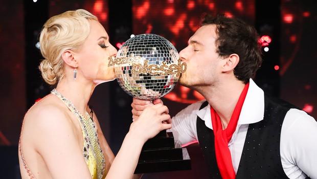 V šovu Zvezde plešejo sta zmagala Dejan in Tadeja! In imamo fotografije! (foto: Pop tv)