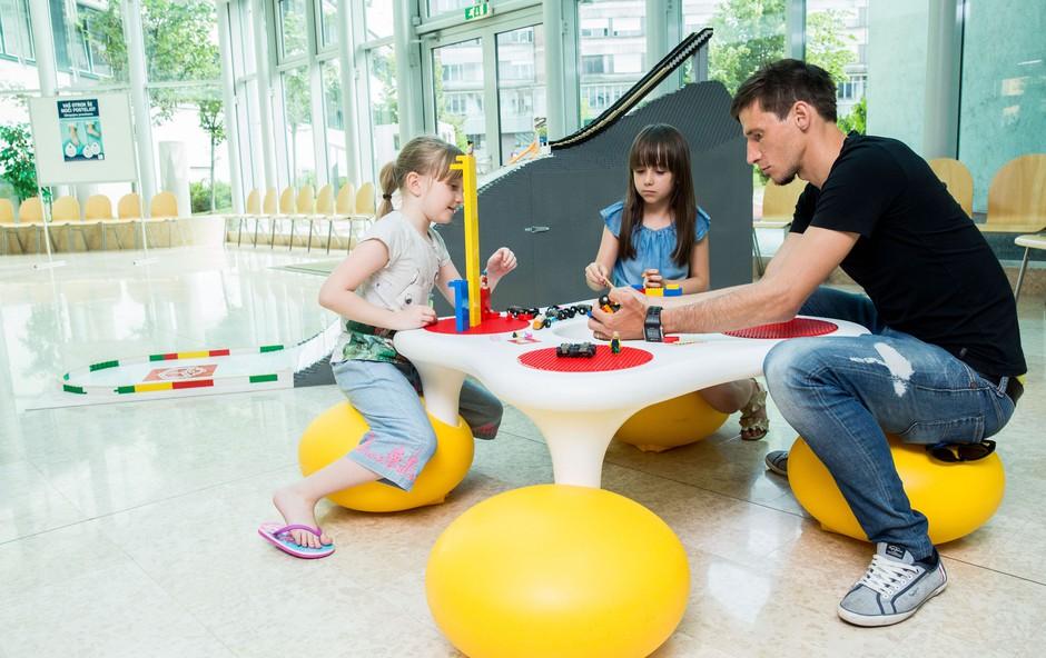 Igra s kockami odslej tudi na Pediatricni kliniki (foto: Vid Ponikvar)