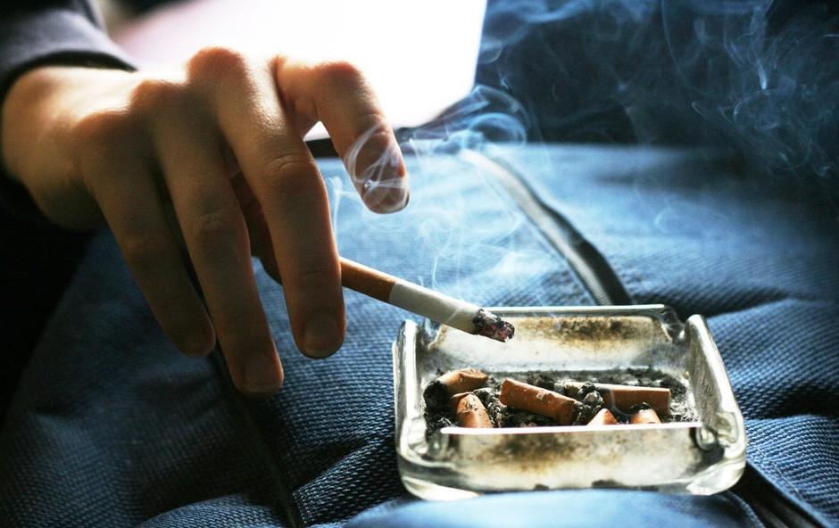 Na Švedskem kajenje poslej prepovedano tudi pred gostinskimi lokali (foto: Profimedia)