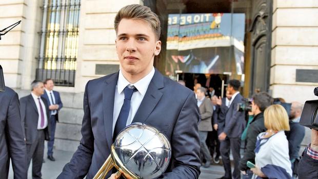 Luka Dončić: Postaja svetovna košarkarska zvezda (foto: Shutterstock, Profimedia)