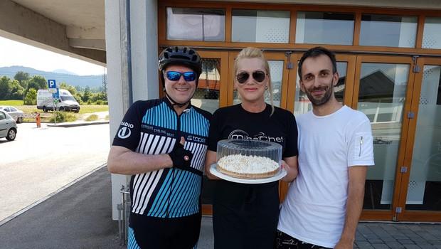 Miha Deželak s ponyem po Sloveniji (foto: Radio 1 Press)