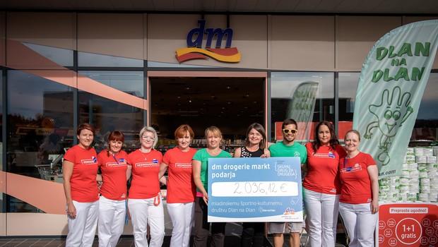 Z odprtjem nove dm prodajalne podprli športno udejstvovanje mladih in otrok v Logatcu (foto: Dean Dubokovič)