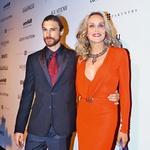 Med nekdanjima partnerjema igralko Sharon Stone in manekenom Martinom  Mico je tri desetletja razlike v starosti.  (foto: Shutterstock)