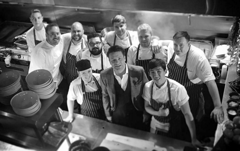 Jamie Oliver žrtvam požara v Londonu ponuja brezplačno hrano (foto: profimedia)