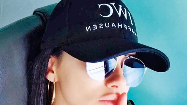 Adriana Lima povzročila ugibanja s silko na Instagramu