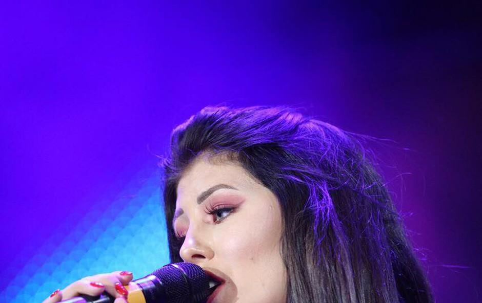 Mlada pevka Nina Donelli na dopustu začasno ostala brez prtljage (foto: Nina Donelli Press)