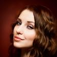 Maja Keuc: Zrela ženska, ki žari od sreče