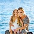 Saša Lendero obuja spomine na prvo morje s svojo hčerko
