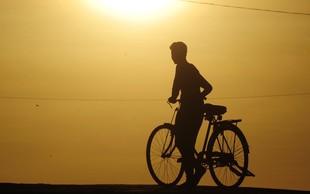 O Indijcu, ki se je s kolesom peljal vse do Švedske, da bi tam znova našel svojo veliko ljubezen!