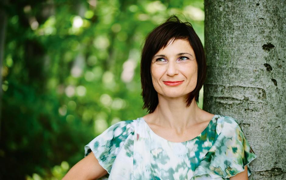 Aromaterapevtka Nina Medved: Namesto z barvami, slikam z vonjem (foto: Klemen Brumec)