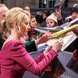 J. K. Rowling na obleko napisala skrivnostno zgodbo