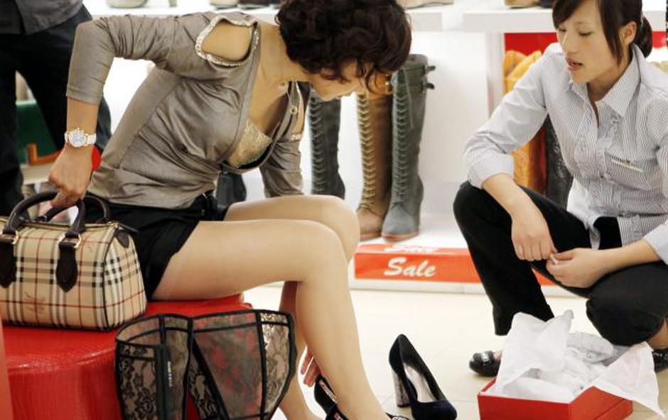 V Šanghaju moški odslej lažje po nakupih s svojimi ženami (foto: Xinhua/STA)