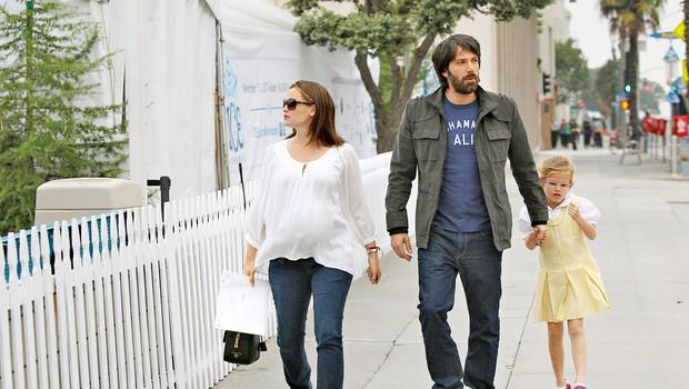 V srečnih časih  Ben z nosečo Jennifer  in hčerko Violet.  (foto: Profimedia)