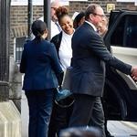 Ločitev: Ločitev je za številne eden od najhujših trenutkov v življenju, tako široko pa se je Janet Jackson smejala, ko je v Londonu opravila s svojo. (foto: Profimedia)
