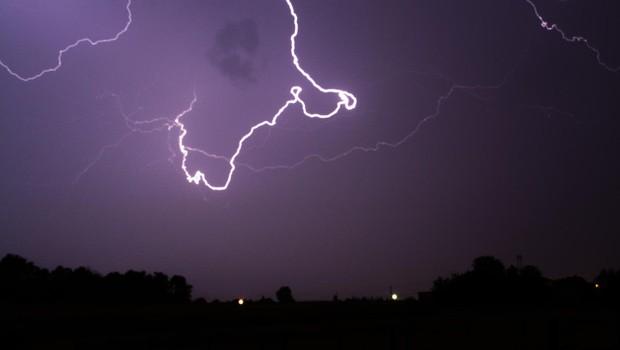 Neurje je v Prekmurju, na Dolenjskem in Notranjskem povzročilo težave (foto: Profimedia)