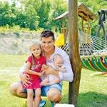 David in Barbara imata dve hčerki, Stelo, ki ima tri leta. in Loti, ki bo kmalu stara pol leta. (foto: Primož Predalič, osebni arhiv)
