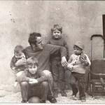 Njegova vojska: Andraž, Miha Matevž in Gašper v očetovi družbi. (foto: osebni arhiv, Goran Antley)