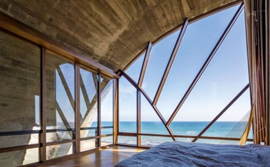 Edvard Norton: Kupil hišo v Malibuju