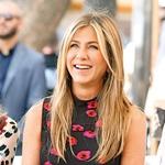 Jennifer Aniston je še vedno ena izmed najbolj zaželenih igralk v deželi angelov, zato se ji za vloge ni treba boriti. Dobiček pa ji prinašajo tudi številne sponzorske pogodbe, ki jih ima s kozmetičnim podjetjem Aveeno, letalsko družbo Air Emirates ter vodo Smartwater. Zato niti ni tako čudno, da igralkin prihodek znaša kar 25,5 milijona dolarjev.  (foto: Profimedia)