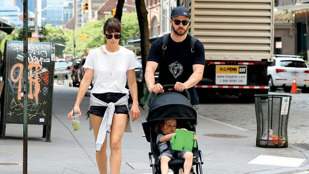 Justin Timberlake in Jessica Biel: Na sprehodu z otrokom (foto: Profimedia)