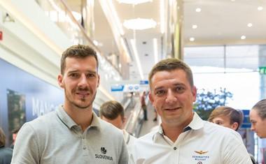 Goran Dragić mladim bralcem s podpisom svoje pravljice polepšal dan