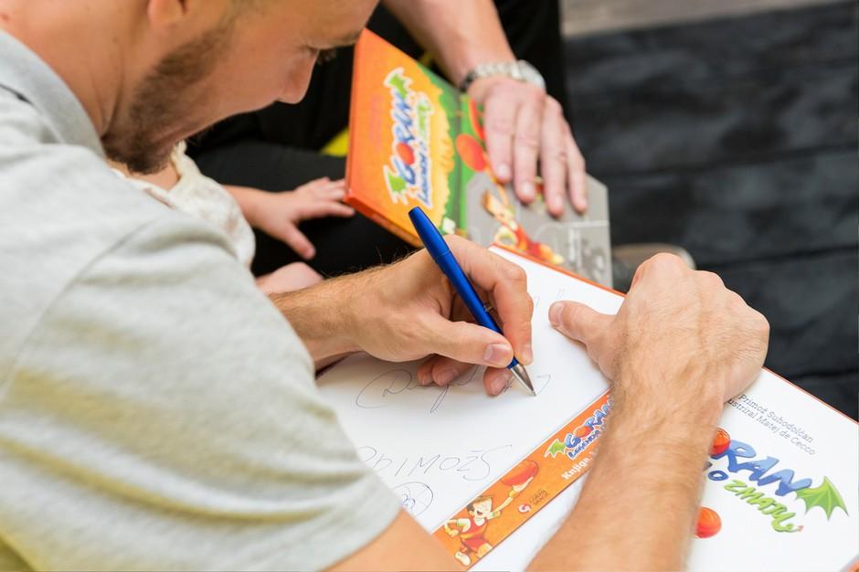 Košarkarski as je podelil ogromno podpisov. (foto: Robert Krumpak)