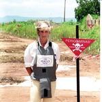 Mine: V okviru svoje misije proti minskim poljem je leta 1997 obiskala tudi Angolo. (foto: Profimedia)
