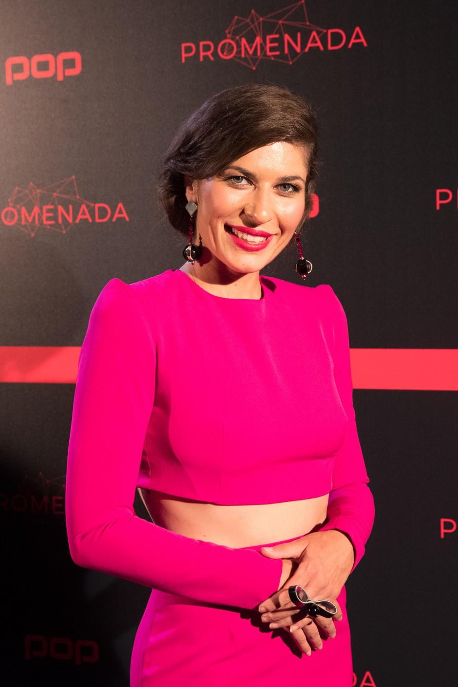 Natalija Bratkovič blestela na rdeči preprogi v obleki Barbare Repinšek (foto: POP tv)